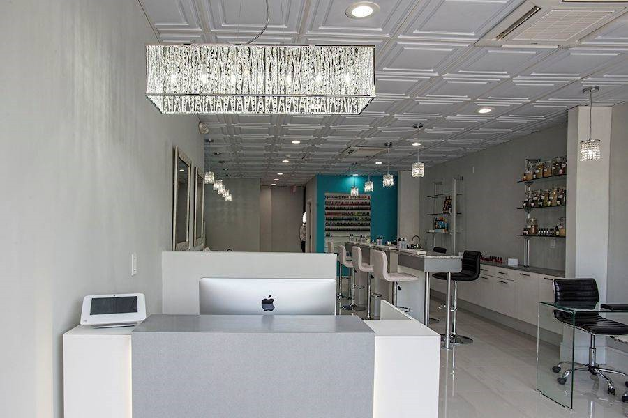 Luxuria Nail Bar Image 1